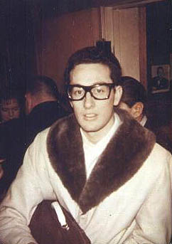What kind of glasses did buddy holly wear